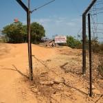 Moreh, przerwany plot na granicy z Birma