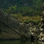Chhura / Saphao stones, submarine po lewej