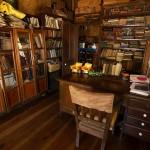 Biblioteczka w domu Violet Lorrain, Lorrain Ville